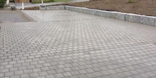 Wir pflastern Ihren Stellplatz oder die Hofeinfahrt, Hofplatz im Landkreis Waldshut-Tiengen | Wurst Tiefbau und Pflasterbau